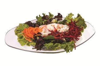 Витаминозна салата с пържени яйчица-бомба от витамини